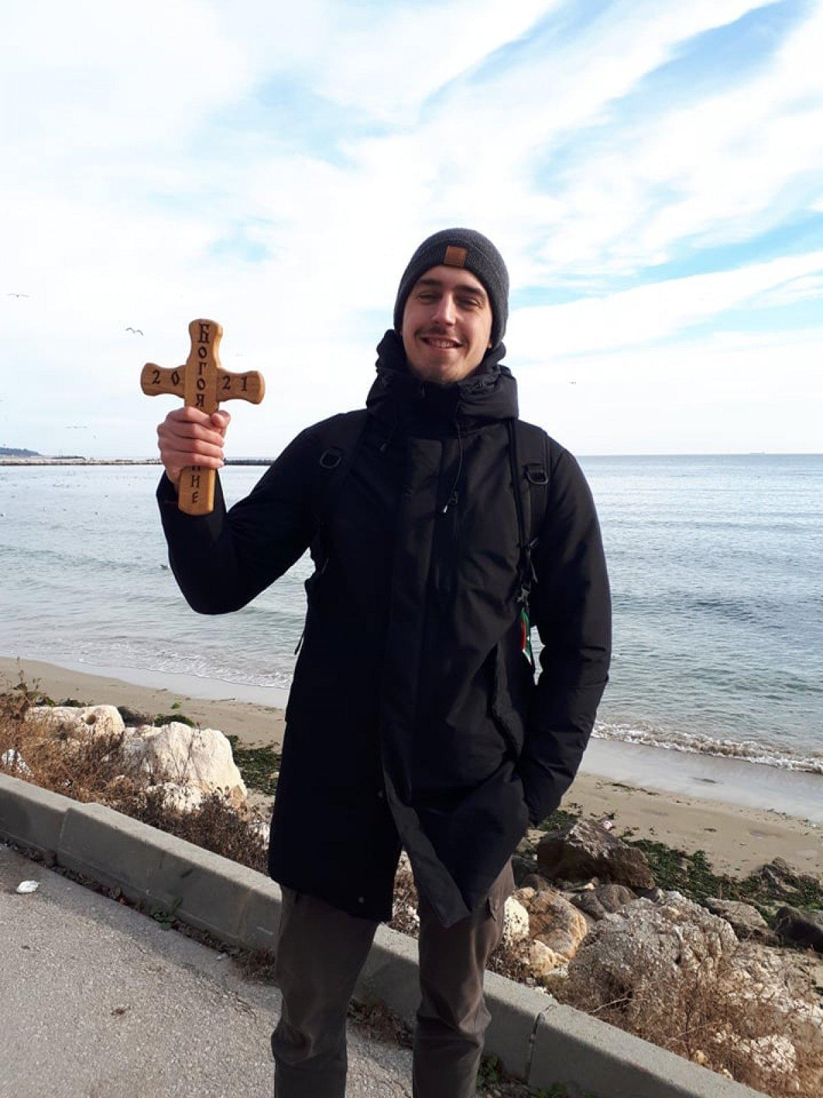 Александър Матев извади Богоявленския кръст за втори път